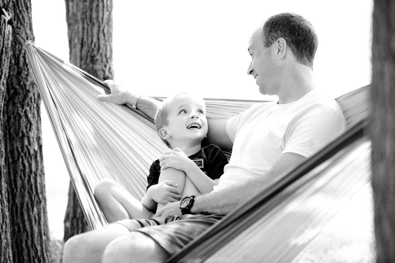 Padre e hijo divirtiéndose